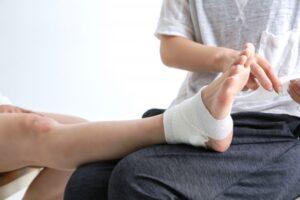 足首の包帯固定
